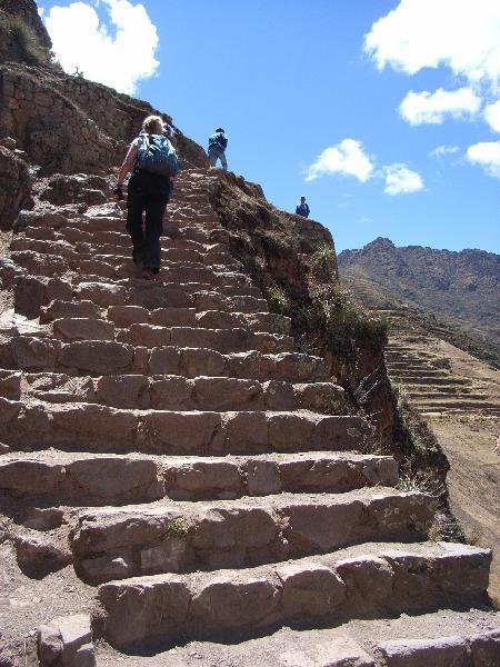 Klimmen bij de ruïnes van Pisaq
