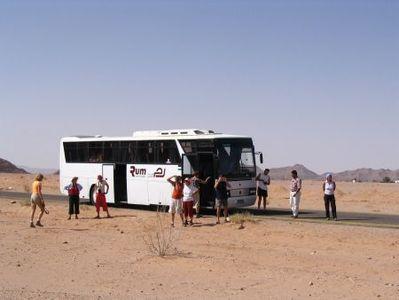 Jordanië rondreis bus vervoersmiddel Djoser