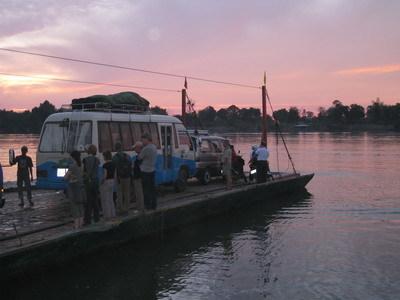 Laos en Cambodja oversteek ferry Djoser
