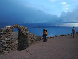Zonsondergang op het Titicaca-meer
