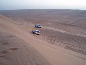 door de Wahiba woestijn