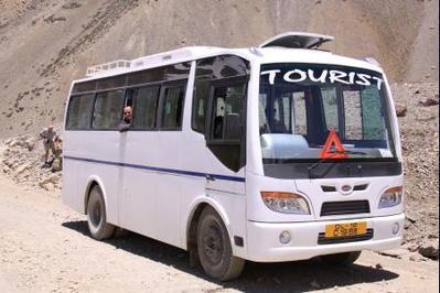 India Ladakh bus vervoersmiddel rondreis Djoser