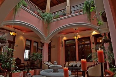 Ecuador Hotel Accommodatie lobby Djoser