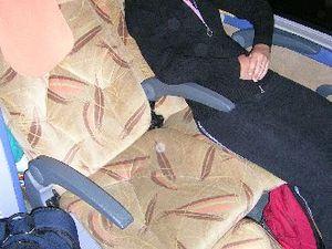 De bus heeft voor lange afstanden extra comfortabele stoelen