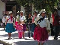 Ecuador Otavaleños op straat Djoser