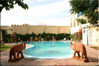 India en nepal hotel accommodatie zwembad overnachting Djoser