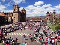 Cusco Plaza del Armas plein Djoser
