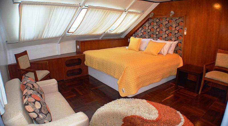 Anahi luxe hut