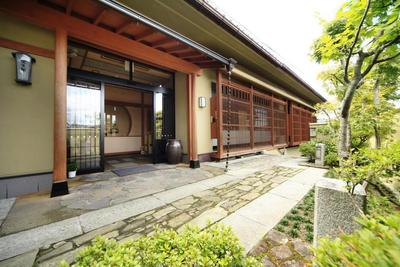 Ingang Hoshokaku ryokan Takayama Japan