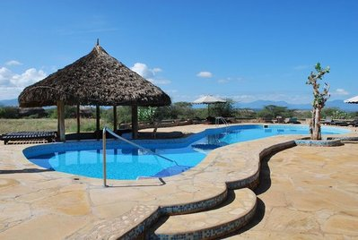 Kenia en tanzania overnachting hotel accommodatie zwembad Djoser