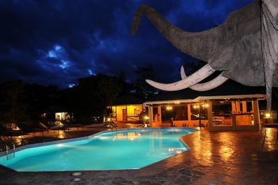 Kenia en Tanzania accommodatie hotel zwembad Djoser