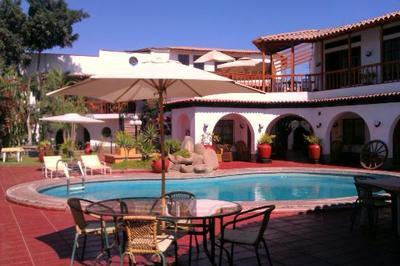 Peru met Amazone hotel accommodatie overnachting rondreis Djoser Zwembad