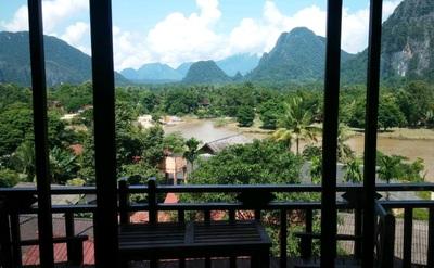 Vilayvong hotel uitzicht Vang Vieng Laos Djoser