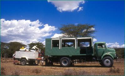 Kenia Tanzania Zanzibar busvervoer minivan rondreis Djoser