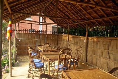 Djoser Nepal Hotel Terras Lumbini Ananda Inn overnachting accommodatie