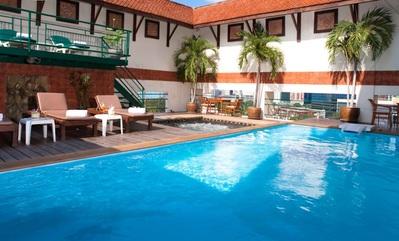 Pinnacle Lumpinee hotel zwembad Bangkok Thailand