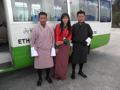 bus met chauffeur en gids