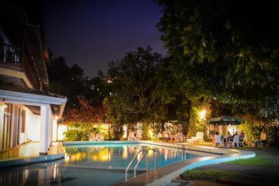 Hotel Hilltop zwembad Kany Sri Lanka