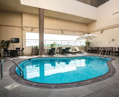 Abu Dhabi hotel ramada pool