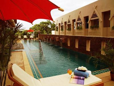 Maninarakorn Hotel zwembad Chiang Mai