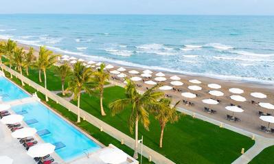 Millennium Hotel strand zwembad Mussanah Oman