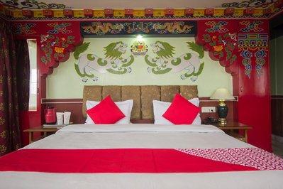 Slaapkamer in Tibetaanse sfeer Hotel Seven Seventeen Darjeeling India Djoser