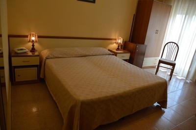Hotel Virgilo kamer Tropea Italie