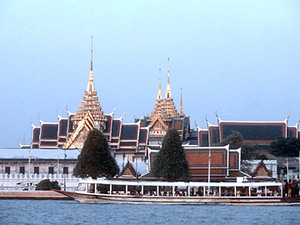 Bangkok - Koninklijk Paleis vanaf de rivier