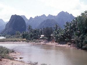 Vang Vieng - karststenen rotsen