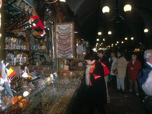 Kraków - handel in de Lakenhal